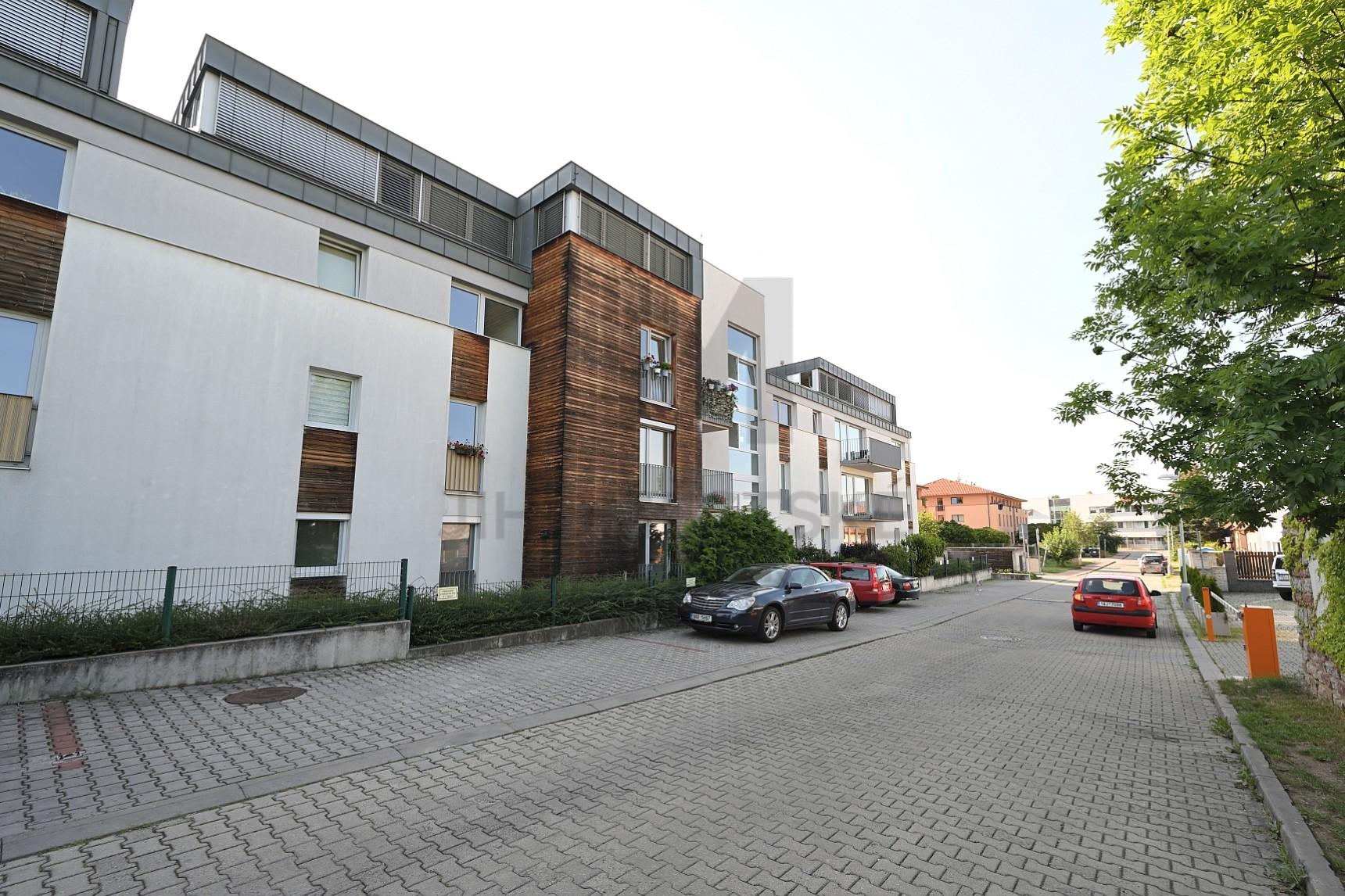 PRODEJ BYTU 1+kk S TERASOU, Rotavská, Praha 5 - Stodůlky