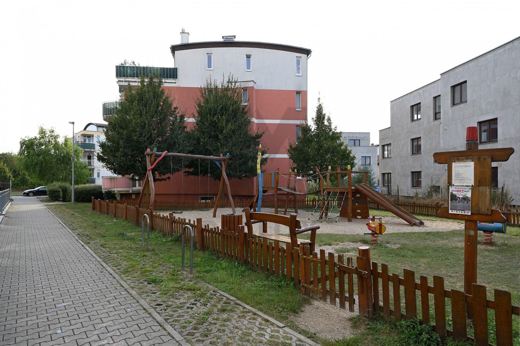 PRODEJ BYTU 3+kk S TERASOU A GAR. STÁNÍM, Pastevců, Praha 4 - Újezd u Průhonic